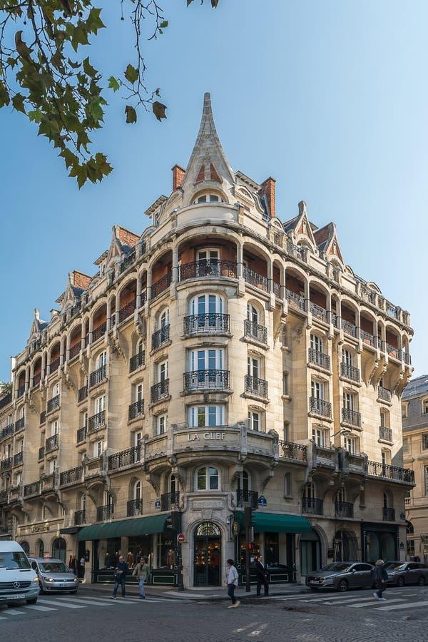大厦门面在巴黎 免版税库存照片