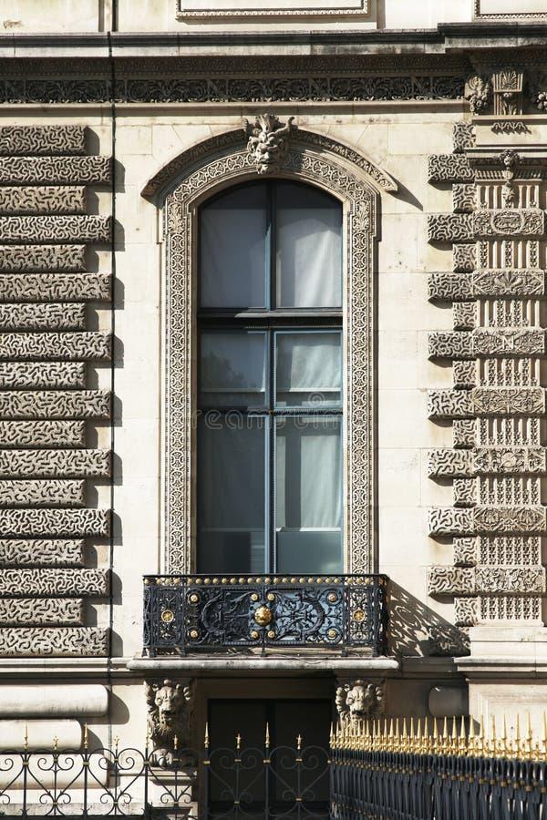 大厦门面法国大巴黎视窗 库存照片