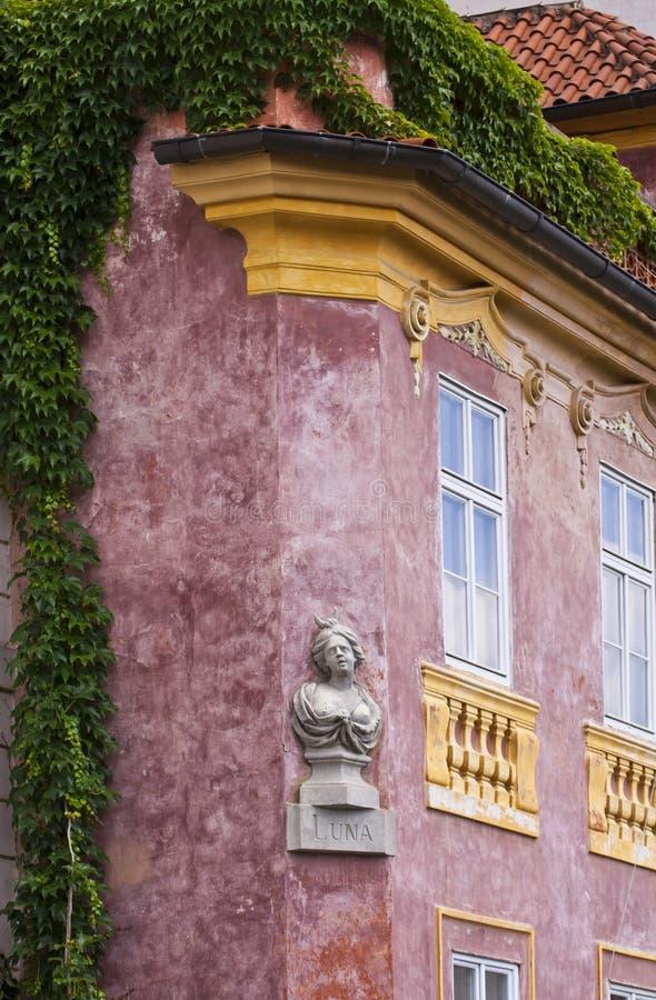 大厦门面细节在布拉格 免版税库存照片