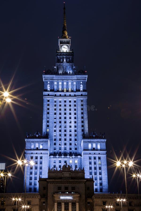 大厦高层 华沙夜城市的中心 华沙 波兰 Polska 蓝色文化宫殿波兰科学天空夏天华沙 免版税库存照片