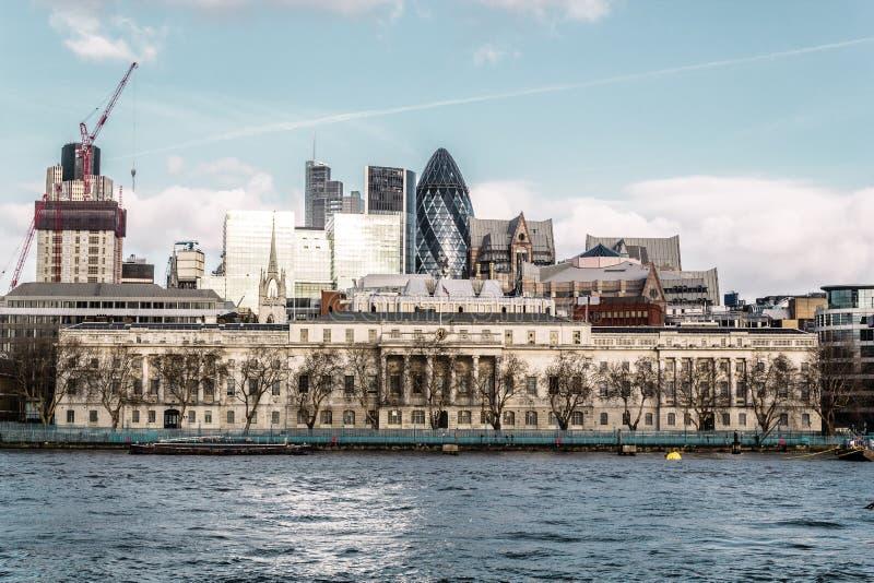 大厦,在伦敦塔桥梁附近,英国 免版税库存照片