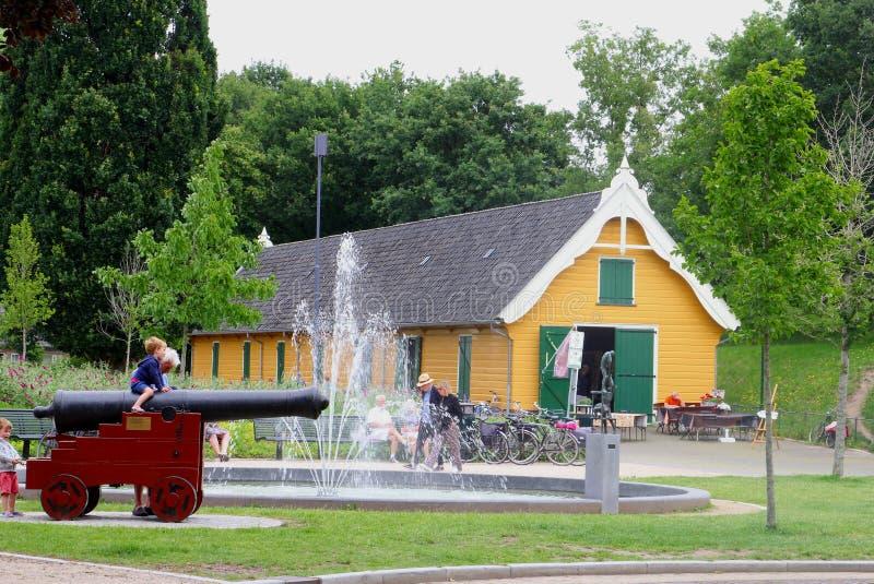 大厦6月2019年,儿童大炮喷泉老,授予的纳尔登,荷兰 免版税库存图片