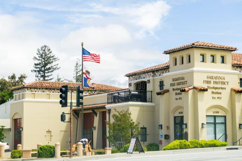 大厦4月26日,2017 Saratoga/CA/USA -萨拉托加消防队在一好日子 免版税库存图片