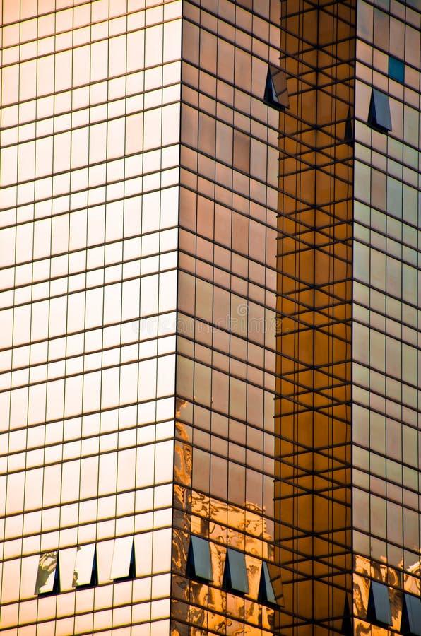 大厦玻璃金黄办公室墙壁 免版税图库摄影