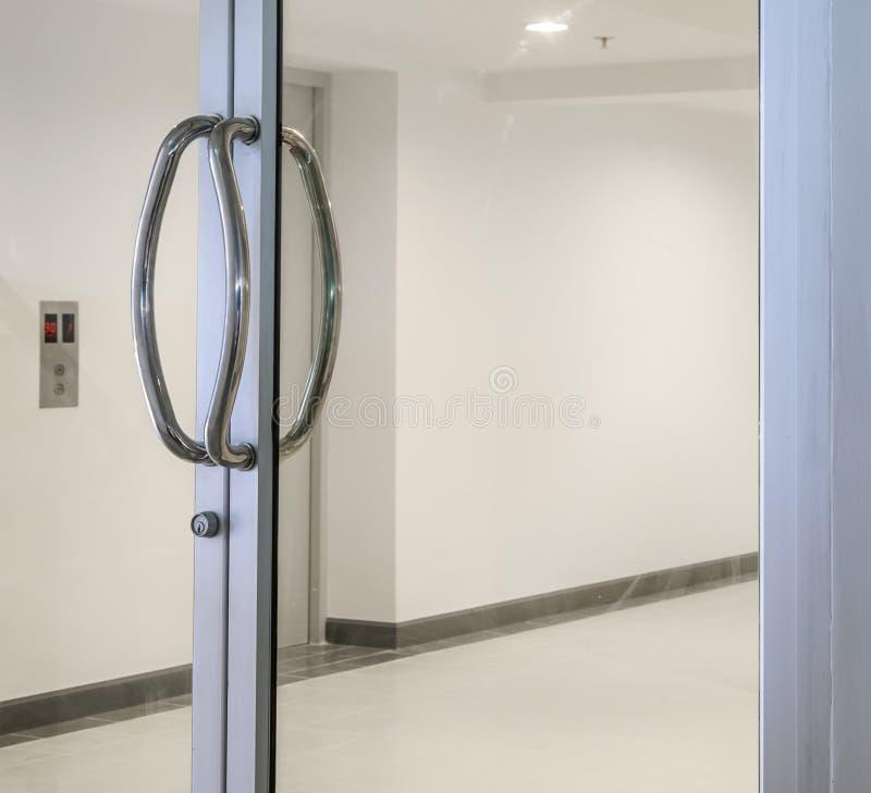 大厦玻璃门 库存照片