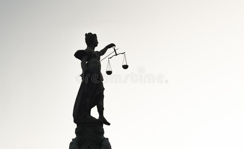 大反差Justice夫人的雕象  免版税库存照片