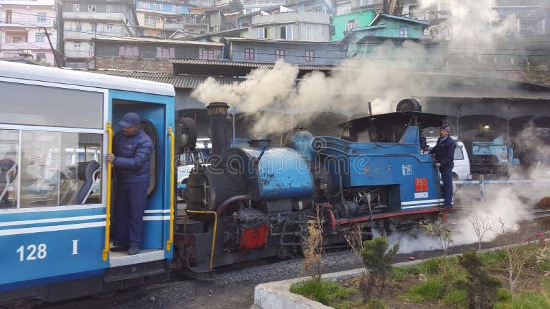 大吉岭玩具火车美丽的遗产蒸汽引擎  免版税库存照片