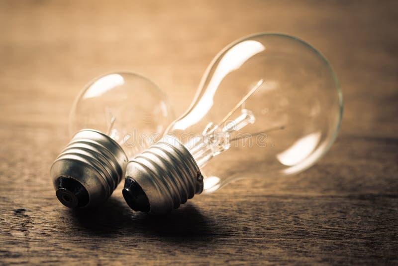 大和小电灯泡 库存照片
