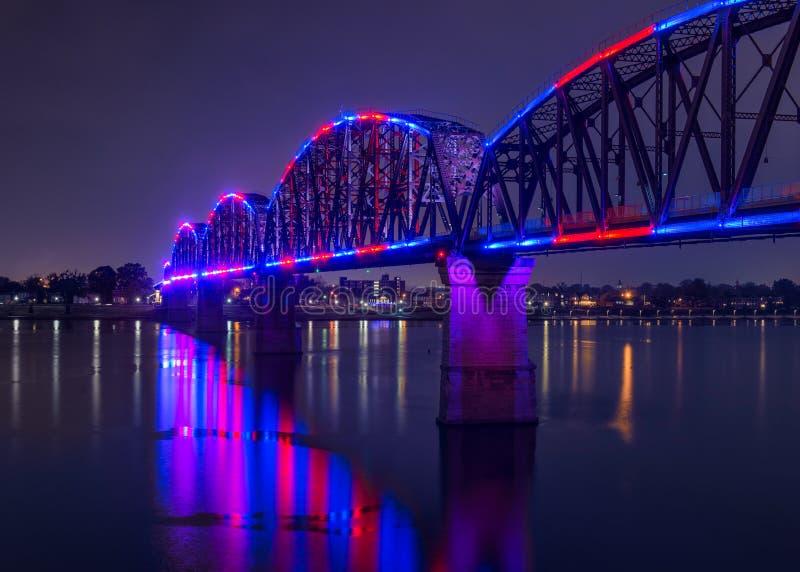 大四桥梁在晚上 图库摄影