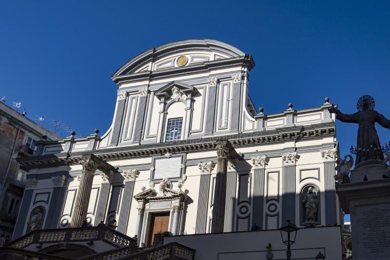 大圣保禄教堂大教堂门面在那不勒斯,意大利 免版税库存图片