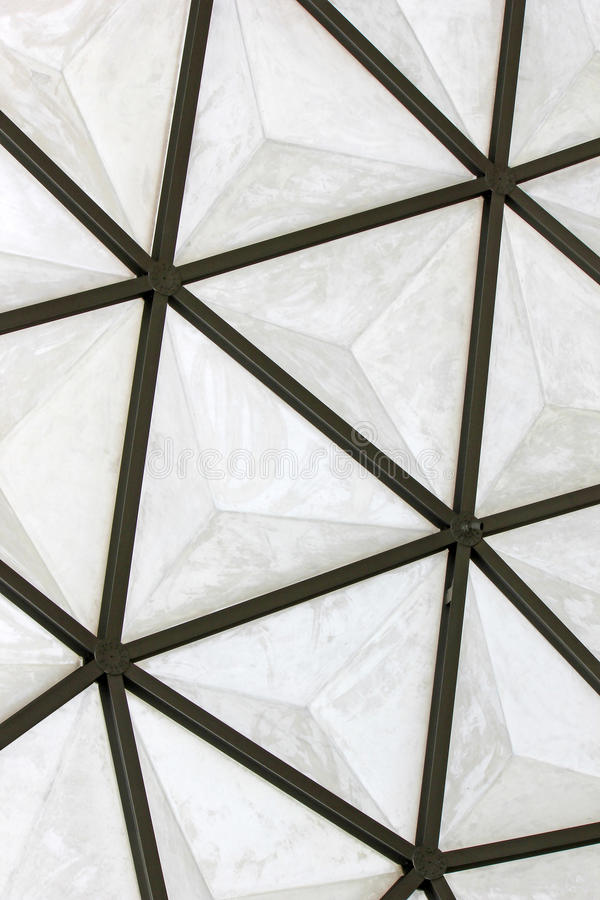 大地测量学的玻璃纤维圆顶屋顶结构 免版税库存照片