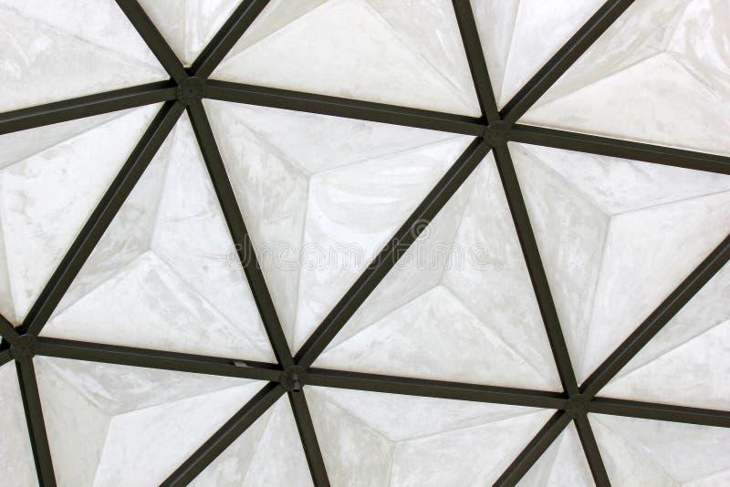 大地测量学的玻璃纤维圆顶屋顶结构 免版税库存图片