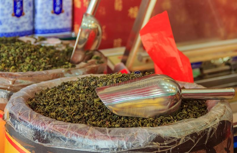 大块宽松绿茶待售在市场上在厦门中国 库存图片