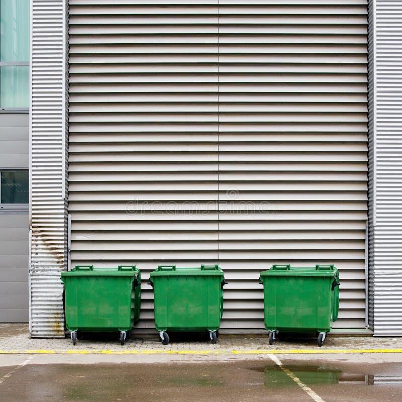 大型垃圾桶 库存照片