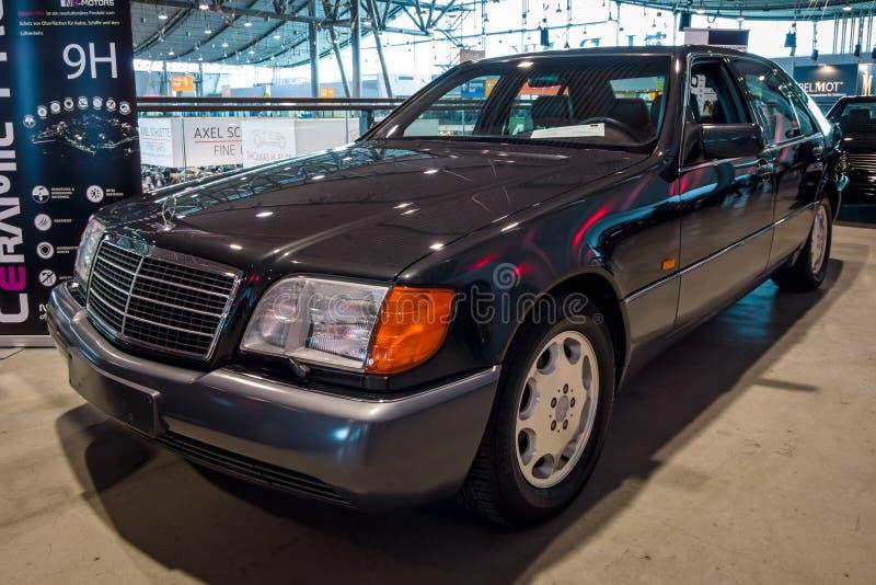 大型豪华汽车奔驰车S500L W140, 1993年 库存照片