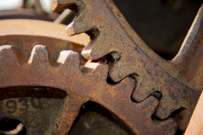 大型锈齿金属齿轮 免版税库存照片