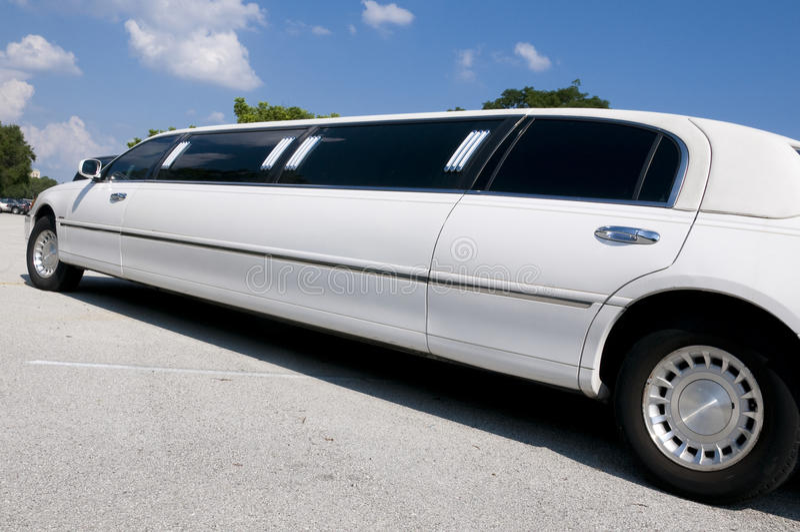 大型高级轿车舒展白色 免版税库存照片