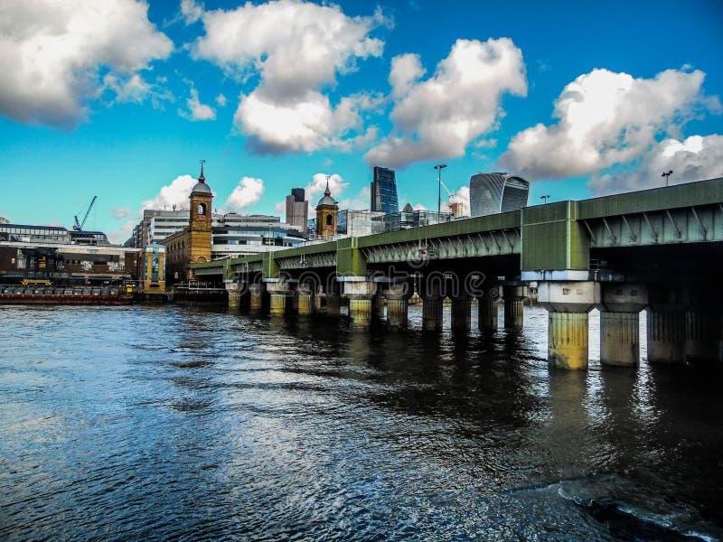 大城市的桥梁 库存图片