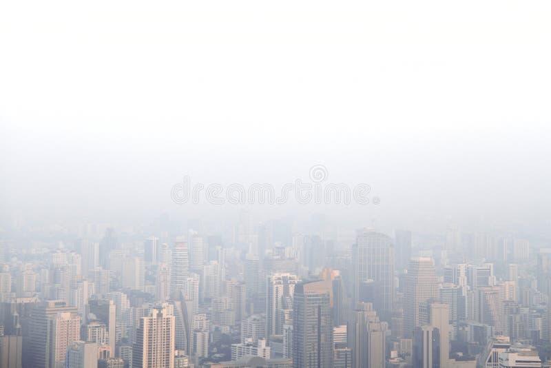 大城市鸟瞰图有导致低落vi的大气污染/烟雾的 库存照片