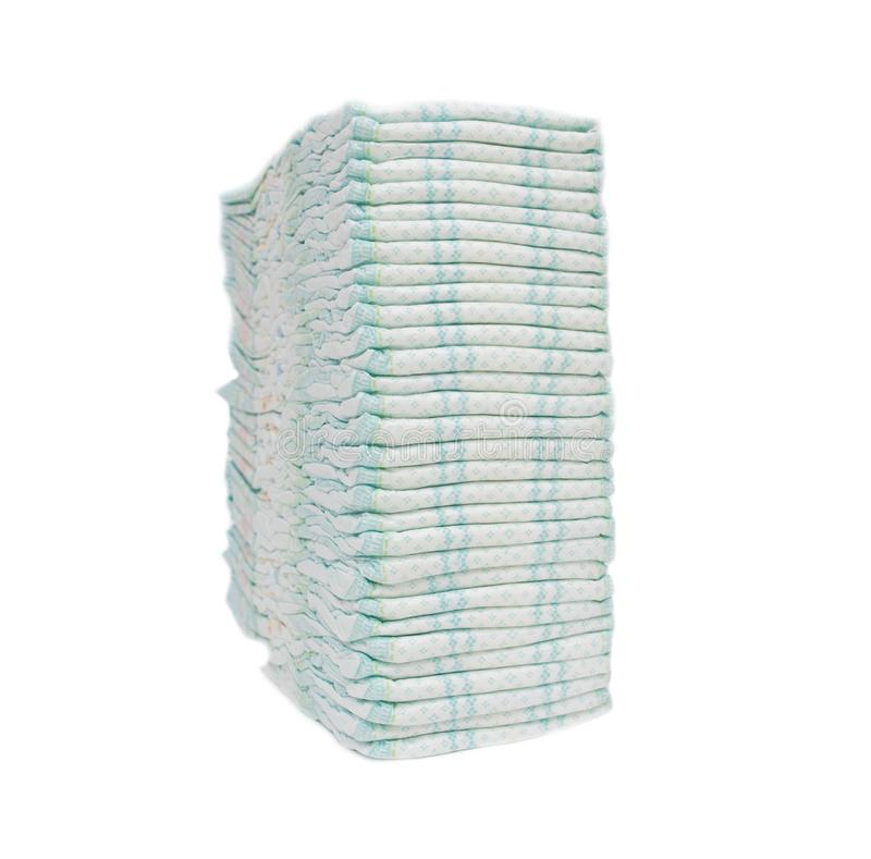 大堆防止受到漏出、洁净和吸收,hypoallergenicity,孤立的婴孩卫生尿布,白色 免版税库存图片