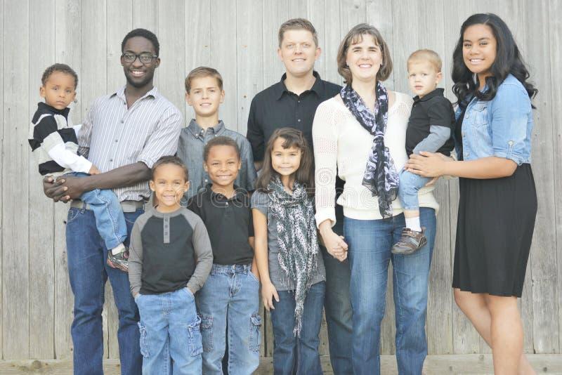 大多种族家庭 免版税库存图片