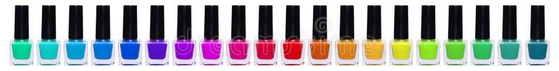 大套多彩多姿的指甲油 有指甲油的彩虹瓶子 免版税图库摄影