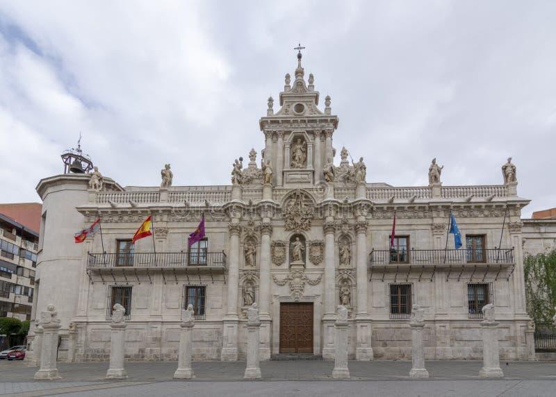 大学大厦的巴洛克式的门面在巴里阿多里德,西班牙 库存照片