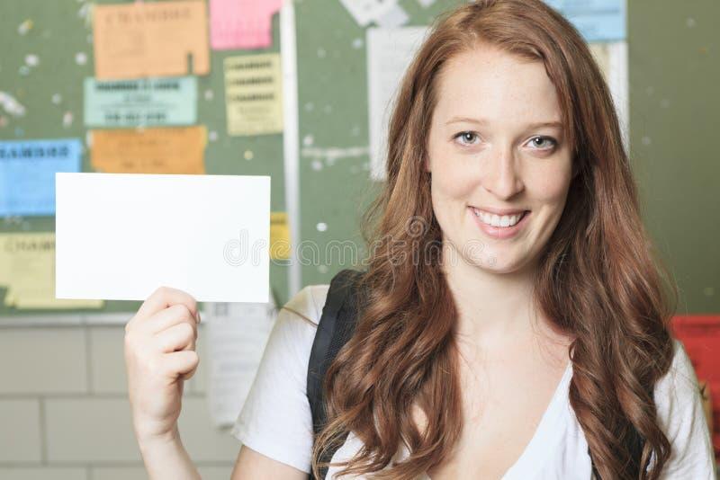 大学学院看起来学生的女孩愉快 免版税库存图片