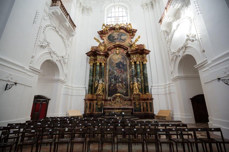 大学或大学教会内部在萨尔茨堡, 库存图片
