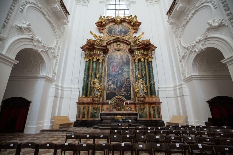 大学或大学教会内部在萨尔茨堡, 免版税库存照片