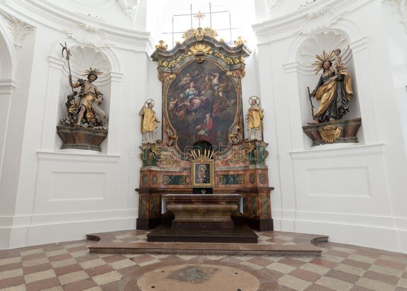 大学或大学教会内部在萨尔茨堡 免版税库存图片