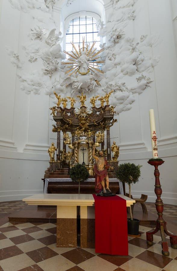 大学或大学教会内部在萨尔茨堡 免版税图库摄影
