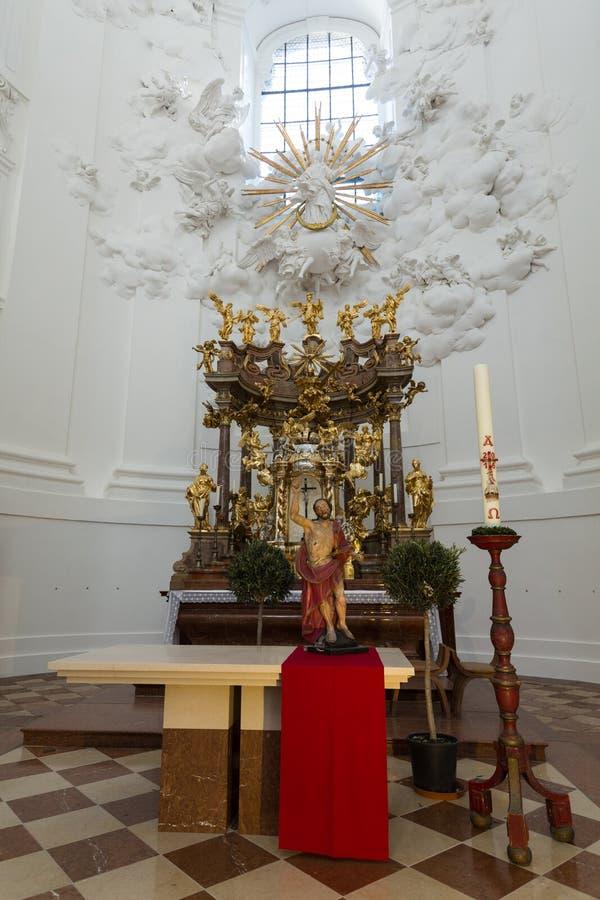大学或大学教会内部在萨尔茨堡 免版税库存照片