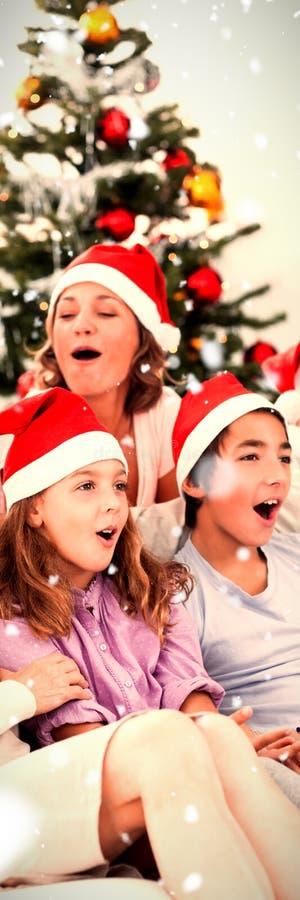 大家庭唱歌颂歌的综合图象 免版税图库摄影