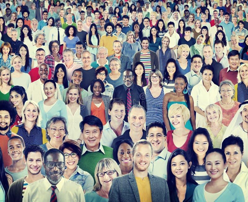 大小组不同的不同种族的快乐的人概念 库存照片