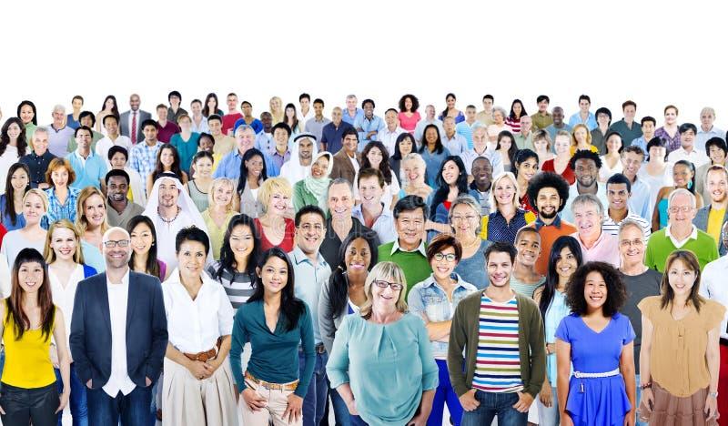 大小组不同的不同种族的快乐的人民 免版税库存照片