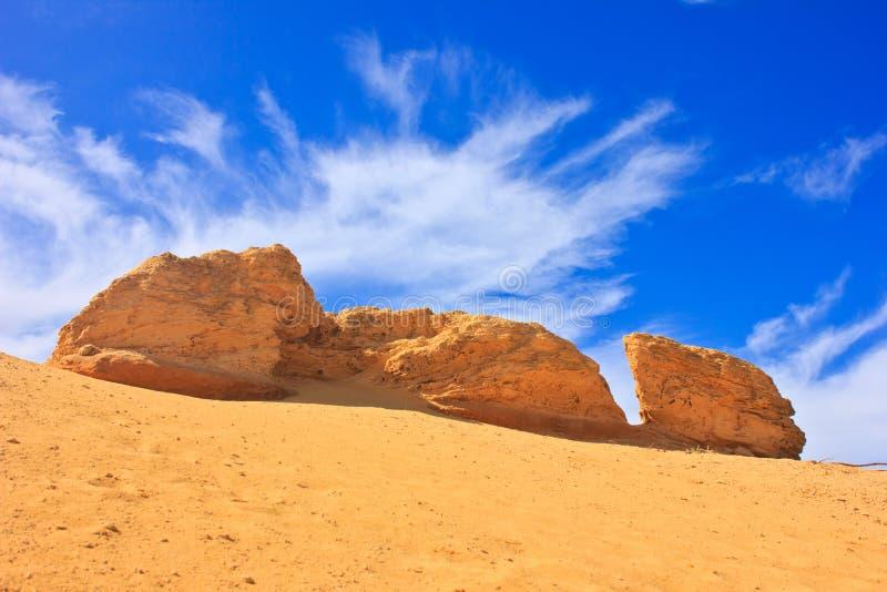 Download 大岩石 库存图片. 图片 包括有 beautifuler, 场面, 自然, browne, 天空, 沙子 - 59111745