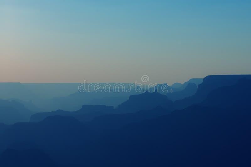 大峡谷全景蓝色颜色的在日落以后 库存照片