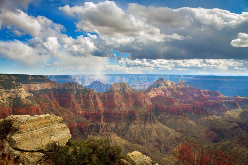大峡谷明亮的天使足迹忽略雪阵 免版税库存照片