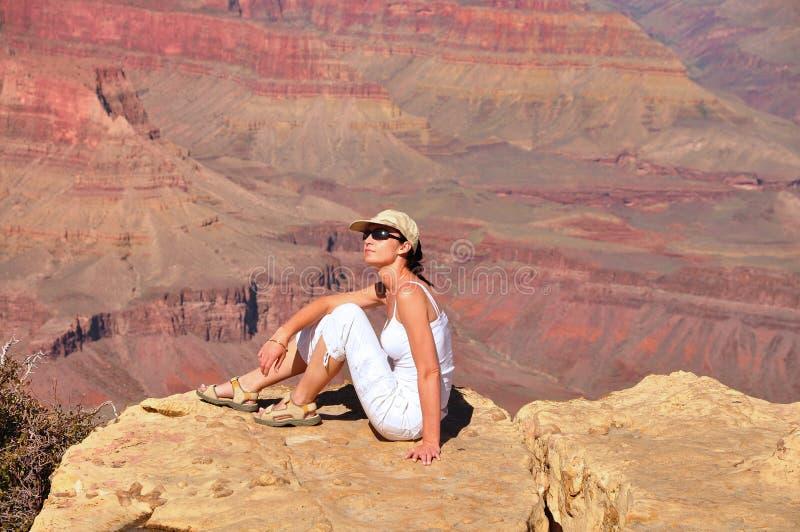 大峡谷的美丽的妇女 免版税库存图片