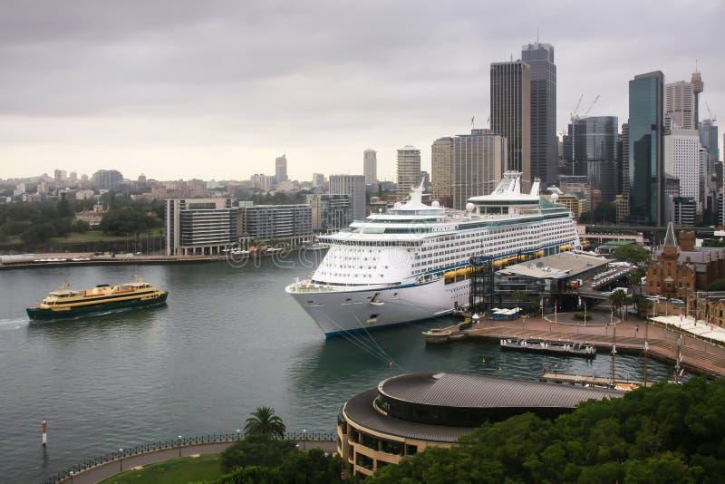 大巡航远洋班轮在悉尼,澳洲 免版税图库摄影