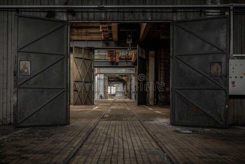 大工业门 库存图片