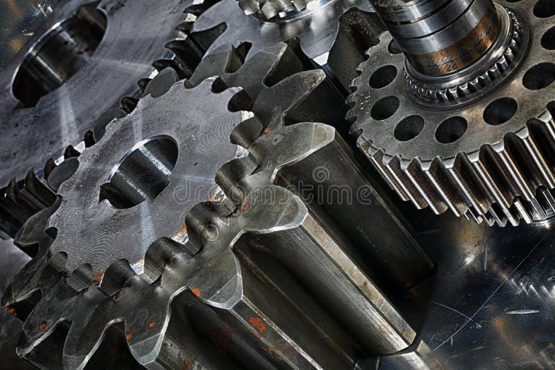在钛和钢概念的齿轮 免版税库存照片