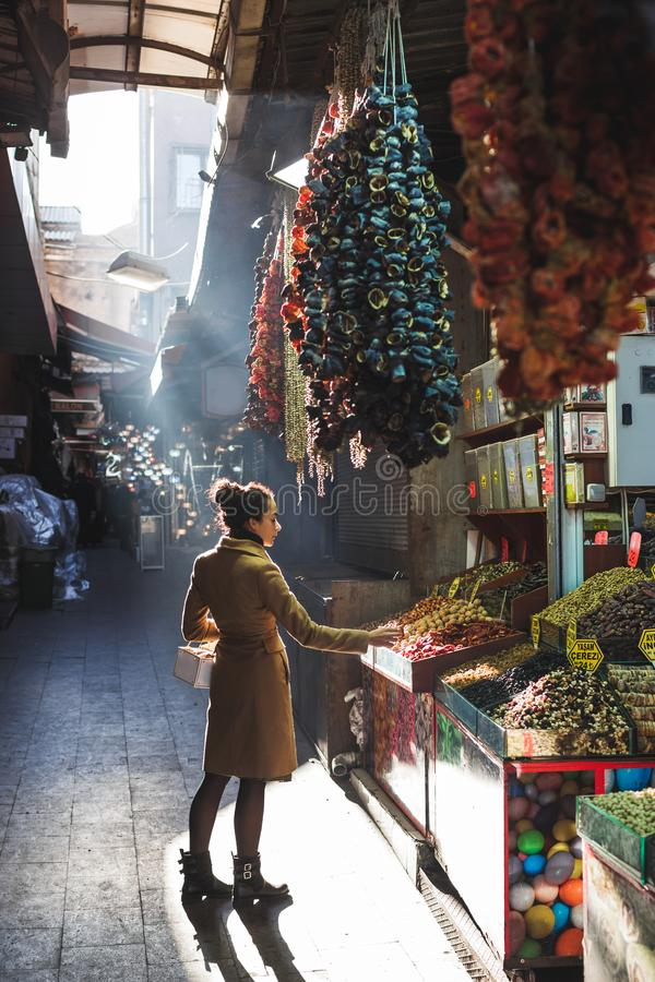 大巴扎市场的,伊斯坦布尔,土耳其妇女 免版税库存图片