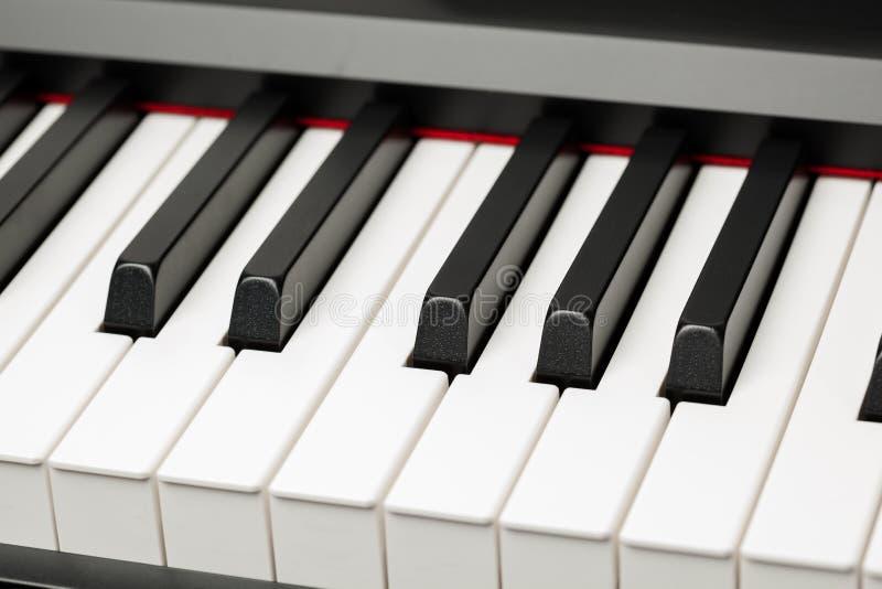 大平台钢琴乌木和象牙钥匙 免版税库存图片