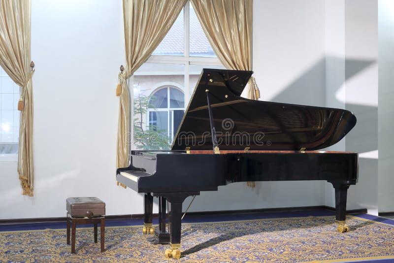 黑大平台钢琴 免版税库存图片