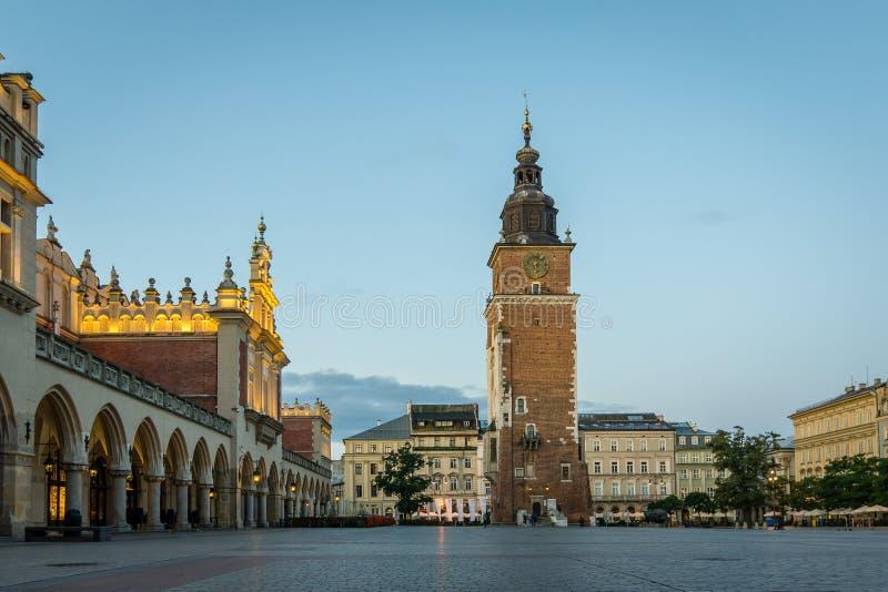 大广场在有塔和城镇厅的,波兰, 15 S克拉科夫 库存照片