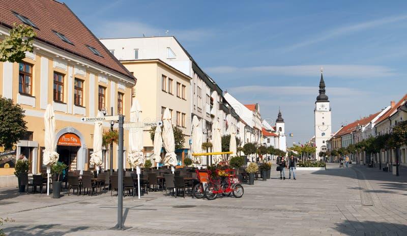 大广场看法从古镇Trnava的 免版税库存照片