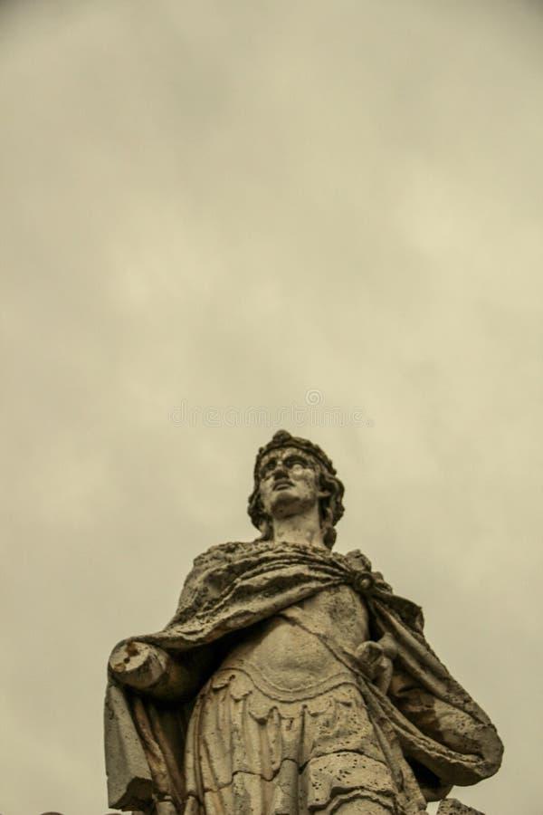 大战士雕象在托莱多市,西班牙 免版税库存照片