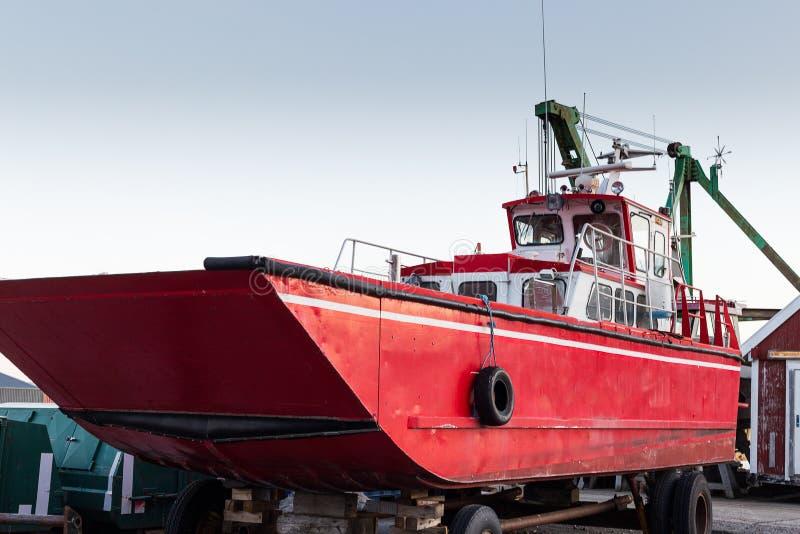 大拖轮在港口公园 库存照片